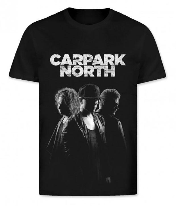 Sort Carpark North t-shirt med hvidt tryk af logo og bandet