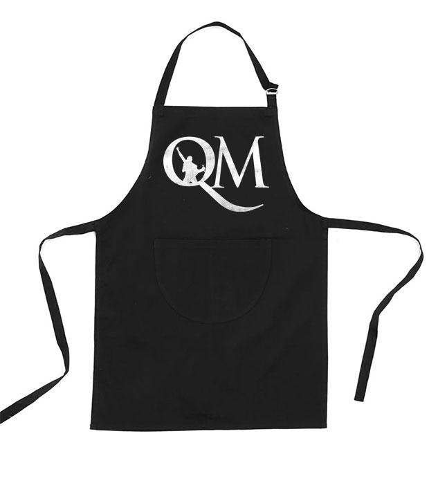 Sort forklæde med hvidt Queen Machine logo på brystet