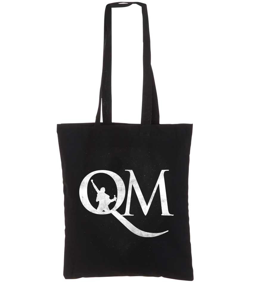 Sort mulepose med bogstaverne QM trykt i hvid på en ene side